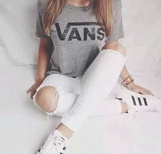 White jeans with a ripped knee, a vans shirt and adidas superstars Adidas Originals, Fashion Mode, New York Fashion, Fashion Trends, Vans Fashion, Dress Fashion, Fashion Beauty, Streetwear Mode, Streetwear Fashion