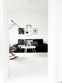 Black and White Living Rooms. I'd like to share with you some pretty monochromatic spaces with a bold black and white contrast ( Charlotte Ryding) Living Room Inspiration, Interior Inspiration, Home Living Room, Living Room Decor, Living Room Scandinavian, Scandinavian Style, White Floorboards, Black And White Living Room, Black White