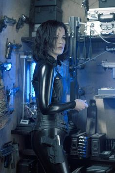 Kate Beckinsale as the vampire Selene in Underworld Underworld Vampire, Underworld Selene, Underworld Movies, Underworld Werewolf, Underworld Trilogy, Richard Beckinsale, English Actresses, Actors & Actresses, Underworld Kate Beckinsale