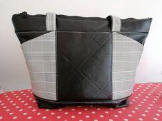 Sac Biguine en simili noir et carreaux gris cousu par Oz - Patron Sacôtin