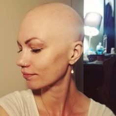 September is Alopecia Awareness Month, and women are taking to social media to share their inspiring stories. Bald Hairstyles For Women, Bald Head Women, Natural Hair Styles, Short Hair Styles, Super Short Hair, Bald Girl, Shaved Hair, About Hair, Hair Loss