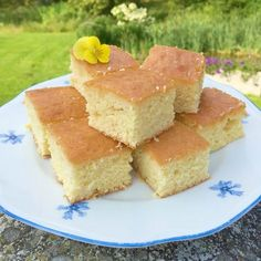 Mehevän kirpeä Lemon Drizzle Cake