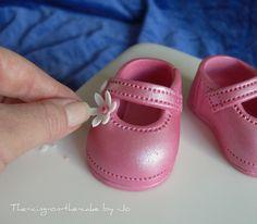 love these shoes http://ediblecraftsonline.com/ebook2/mybooks73.htm?hop=megairmone