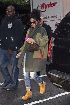 Out and about in NYC - October 23, 2014 - 008 - Rihanna Daily Photo Gallery - 24/7 Source for Miss Rihanna
