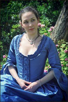 A 18th century robe a l'anglaise by Lorliaswood. En fourreau worn a la polonaise, in dupioni silk and silk organza.