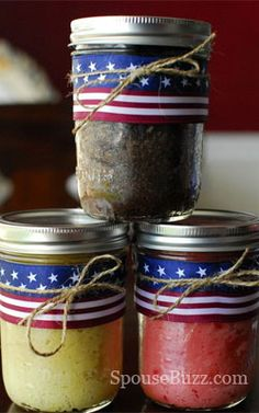 in a jar! Keeps the cake nice and moist while it's sent to your man overseasCake in a jar! Keeps the cake nice and moist while it's sent to your man overseas Mason Jar Meals, Meals In A Jar, Mason Jars, Cake In A Jar, Dessert In A Jar, Mason Jar Cakes, Military Deployment, Military Life, Birthday Care Packages