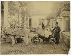 Niñas y cochero, Santiago, principios siglo XX