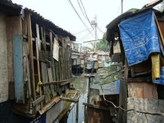 Inside Manila: A Walk Through The Slums Of The Philippine Capital Western Bathrooms, Slums, Another World, Manila, Places To Travel, Philippines, Around The Worlds, The Incredibles, Urban
