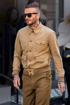 David Beckham Source by Jaxon_Jay fashion casual Stylish Mens Fashion, Mens Fashion Suits, Mens Suits, Outfits Hombre, Best Dressed Man, Style Outfits, Looks Style, Mens Clothing Styles, Men Dress
