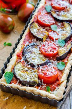 Tartă cu sos de roșii și vinete Cobbler, Bruschetta, Vegetable Pizza, Food And Drink, Vegetables, Ethnic Recipes, Vegetable Recipes, Vegetarian Pizza, Quiches