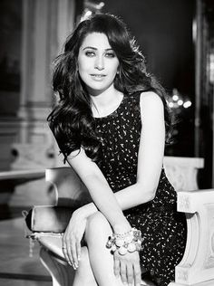 Karishma kappor at her loveliest in black sequined dress Indian Bollywood, Bollywood Stars, Bollywood Fashion, Beautiful Bollywood Actress, Beautiful Actresses, Karisma Kapoor, Thing 1, Black Sequin Dress, Indian Celebrities