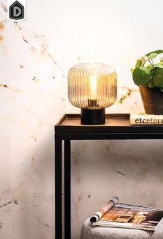 Deze moderne lamp LINNEA valt op dankzij zijn geribbelde glas. De hanglamp is gemaakt van metaal en amber glas. Het amber glas zorgt er voor dat de lamp extra sfeervol licht geeft. De afmeting van deze compacte hanglamp is Ø20x24,5 cm.  Tafellamp Linnea maakt deel uit van een serie en is daarom verkrijgbaar in verschillende kleuren en maten.    #dutchhomelabel#lightandliving#lightliving #verymodern #tafellamp #glas#interieurinspiratie  #interieurstyling#binnenkijken Desk Lamp, Table Lamp, Lighting, Home Decor, Contemporary Lamps, Table Lamps, Decoration Home, Room Decor, Lights