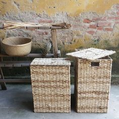 Laundry basket set --- Handwoven Seagrass, water hyacinth, corn husk leaf  Vietnam origin  --- Mekong River Collection  Being inspired by the beauty of river, our artisans sketch it on their rugs, poufs and baskets with various stripes patterns created by different weaving techniques on mixed natural fibres.