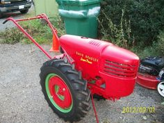 have a david bradley super would like to what the air cleaner should be and what it is worth has snow plow land plow cultivator and sickle bar new Yard Tractors, Small Tractors, Walk Behind Tractor, Electric Cargo Bike, Bandsaw Mill, Tractor Implements, Vintage Tractors, Snow Plow, Wagon Wheel