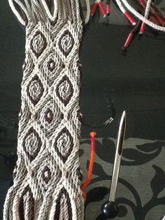 Eerste band Tapestry Crochet, Knit Crochet, Micro Macrame, Handicraft, Braids, Weaving, Knitting, Crocheting, Ideas