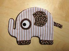 Doudou éléphant plat Tissus rayé blanc marron clair - tissus fleuri marron - uni blanc Tissus tout doux marron pour l'envers Feutrine marron pour le contour de l'oeil Feutri - 2999691