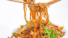 Use whatever cooked protein you have on hand in Rach's easy, vegetable-packed lo mein that's tossed in a yummy Asian sauce. Top Recipes, Asian Recipes, Cooking Recipes, Chinese Recipes, Entree Recipes, Ethnic Recipes, Gouda, Easy Food To Make, Bon Appetit