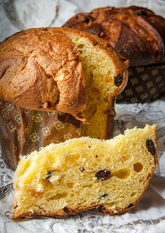 Uno dei migliori panettoni che abbia mai fatto: ricetta di Iginio Massari, esecuzione mia con impastatrice e forno casalingo. Da provare, se siete appassionati di panettoni. Italian Cake, Italian Cookies, Italian Christmas Cake, Best Bread Recipe, Bakery Recipes, Sweet Cakes, Sweet And Salty, Sweet Bread, Cakes And More