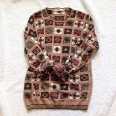 Vintage oversized sweater Beautiful vintage oversized sweater! It hits below the bum. Not Free People. Smoke and pet free home. Happy Poshing! 🎁 Free People Sweaters Crew & Scoop Necks