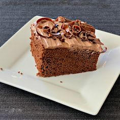 Chocolate Pudding Frosting Recipe - Light, fluffy, mousse-like frosting. Marshmallow Fluff Frosting, Pudding Frosting, Pudding Cake, Cake Mix Recipes, Frosting Recipes, Cupcake Recipes, Dessert Sans Gluten, Gluten Free Desserts, Tasty Chocolate Cake