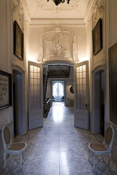 """In the heart of the Amsterdam canal district lies Museum Van Loon, a magnificent private residence built in 1672 by the architect Adriaen Dortsman. The first resident was painter Ferdinand Bol, a pupil of Rembrandt. The interior of the house has remained largely intact during the last centuries & still evokes the splendor of the Golden Age."""