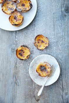 Popular the world over and affectionately known as an iconic staple sweet of Portugal, here is the ultimate recipe for Pastel de Nata (Portuguese Tarts). Tart Recipes, Sweet Recipes, Baking Recipes, Mary Berry, Portuguese Custard Tarts, Natas Recipe, No Bake Desserts, Dessert Recipes, Muffins