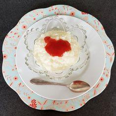 Eine Freundin hat vom trockenen Shileo-Reis geschwärmt. Also musste ich den auch unbedingt probieren. Der Milchreis ist richtig lecker geworden und kommt ziemlich nahe an das Original ran. Und das beste daran, 100 g vom Shileo-Reis haben nur 38 Kalorien und 0,6 g KH. Panna Cotta, Low Carb, Ethnic Recipes, Blog, Proper Tasty, Milk, Rice, Dulce De Leche, Blogging