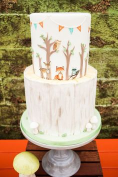 Woodland Baby Shower Woodland Animal Cake from a Modern Woodland Baby Shower on Kara's Party Ideas Baby Shower Cakes Neutral, Unique Baby Shower, Modern Shower, Baby Shower Desserts, Baby Shower Brunch, Woodland Theme Cake, Woodland Party, Woodland Baby Shower Decor, Office Baby Showers