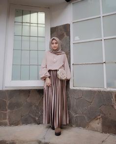 Apr 2020 - Hijab styles 545428204870676573 - Carbohydrate Free Day is NOT sunday ! • • Malem mingguan sama suami nginep di , biar suasana beda aja gitu haha… Source by hasnau Simple Hijab, Casual Hijab Outfit, Ootd Hijab, Hijab Chic, Modern Hijab Fashion, Hijab Fashion Inspiration, Moslem Fashion, Hijab Style Dress, Outfit Look