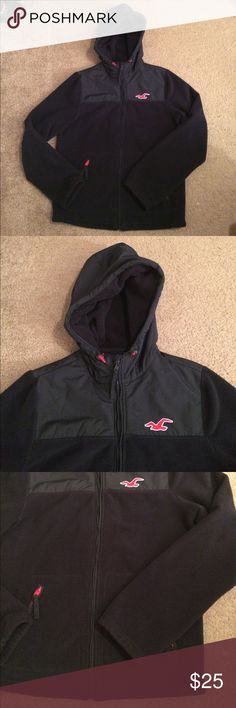 """$20 nwot men's Hollister hooded jacket Nwot! ✔The price in the beginning of the title of my listings is the bundle price. These prices are valid through the """"make an offer"""" feature after you create a bundle. These bundle orders must be over $15. Ask me about more details if interested.  ❌No trades ❌No holds Hollister Jackets & Coats"""