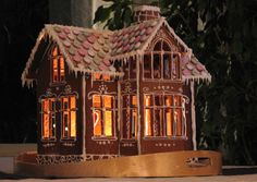 Another lit gingerbread house Gingerbread House Designs, Gingerbread Village, Gingerbread Decorations, Christmas Gingerbread House, Gingerbread Cookies, Christmas Cookies, Christmas Makes, Simple Christmas, Christmas Holidays