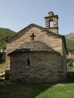 Commune de Brando, hameau de Castellu .Chapelle Santa Maria di e Nevi (IXe-Xe s.), fresques intérieures de 1386.