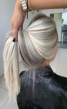 Such A Beautiful Blonde Hair Color Ideas 2019 Ashy Hair, Beautiful Blonde Hair, Long Gray Hair, Blonde Balayage, College Hair, Hair Highlights, Stylish Hairstyles, Hair Art, Dream Hair
