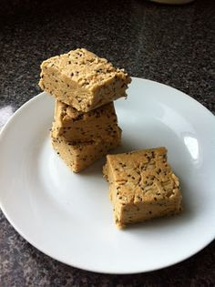 No bake, protein bars: 5 ingredients: PB, honey, oats, @gnclivewell protein powder & chia! #fitfluential