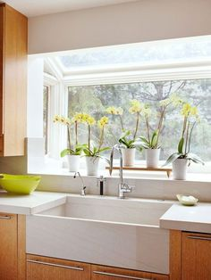 This farmhouse sink plays second fiddle to the large greenhouse-style window wit. This farmhouse sink plays second fiddle to the large greenhouse-style window with a view to the great outdoors. Kitchen Garden Window, Kitchen Sink Window, Kitchen Sink Faucets, Home Decor Kitchen, Kitchen Windows, Kitchen Ideas, Modern Kitchen Sinks, Kitchen Sink Design, Modern Sink