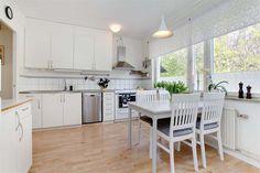 http://www.interioridea.net/15-serene-white-kitchen-interior-design-ideas/#more-535