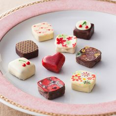 Candy Phone Cases, Japanese Sweets, Chocolates, Valentines Day, Cheesecake, Nice, Desserts, Gifts, Beauty