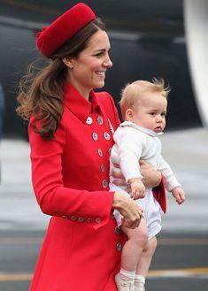 Los Duques de Cambridge y su hijo, el príncipe George, inician su gira por Oceanía