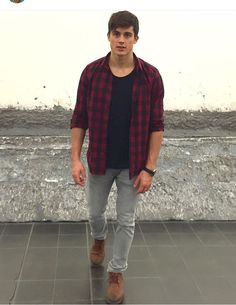 Perfect combo of color Pietro Boselli, Casual Wear For Men, Eye Candy Men, Good Looking Men, Haircuts For Men, Handsome Boys, Male Models, Beautiful Men, Sexy Men