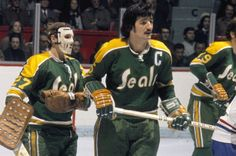 Carol Vadnais best Seals player ever. Pictured in 1971 at the Montreal Forum as Vadnais is starting out with his moustache Hockey Goalie, Hockey Games, Ice Hockey, Hockey Pictures, Stars Hockey, Goalie Mask, Wayne Gretzky, Carolina Hurricanes, New York Islanders