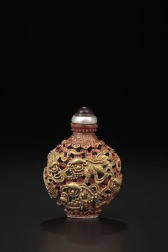 A CARVED PORCELAIN SNUFF BOTTLE, JIAQING FOUR-CHARACTER