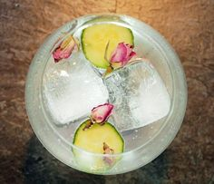 """It's a question I'm often asked at my gin tasting events. """"What's the best garnish for a gin and tonic?"""" After reeling off my favourite garnishes for a good 5 minutes,… Tonic Water, Gin And Tonic, Gin Garnish, Strawberry Gin, Nail Salon And Spa, Drying Roses, Gin Tasting, Best Gin, Cocktail And Mocktail"""