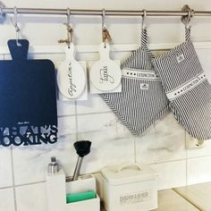 ❤Kitchen rod with lexington potholder and mitten nicely hanged along with riviera maison kitchen accents❤