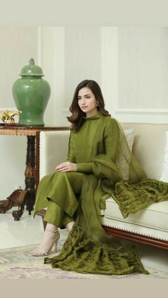 Designer Party Wear Dresses, Kurti Designs Party Wear, Indian Designer Outfits, Stylish Dresses For Girls, Stylish Dress Designs, Casual Dresses, Pakistani Fashion Party Wear, Pakistani Outfits, Indian Fashion