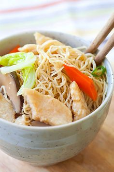 Lo Mein recipe with chicken. Easy, healthy, non-greasy Chicken Lo Mein with vegetables that is much better than the Lo Mein at Chinese takeout.