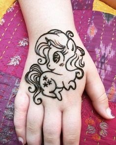 Top Cartoon & Simple Mehndi Designs For Kids: They Just Love Them! - Henna for Yogi kids! Eid Mehndi Designs, Mehandi Designs For Kids, Pretty Henna Designs, Mehndi Design Photos, Mehndi Designs For Fingers, Latest Mehndi Designs, Simple Mehndi Designs Images, Cute Henna Tattoos, Henna Tattoo Designs Simple