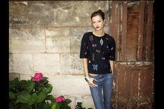 los 7 dias 7 looks de kasia struss dia 3: blusa bordada con iniciales de Stella McCartney