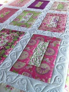 ♥♥♥All these beautiful quilt really make me wish I even knew how to sew :)