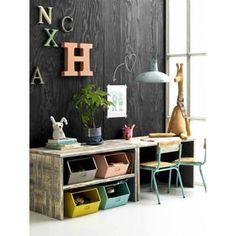 Stoere speeltafel van Kidsdepot, leuk als kinderhoek in de woonkamer!