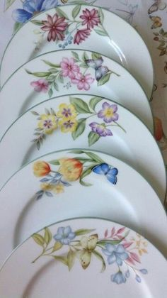 Risultati immagini per angela davies pintura en porcelana Painted Plates, Ceramic Plates, Ceramic Art, Pottery Painting, Fabric Painting, Shabby Chic Antiques, China Painting, My Tea, Pictures To Paint